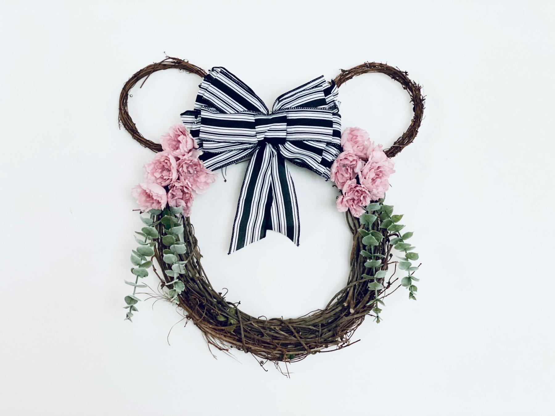 pop shop america diy farmouse wreath with minnie mouse