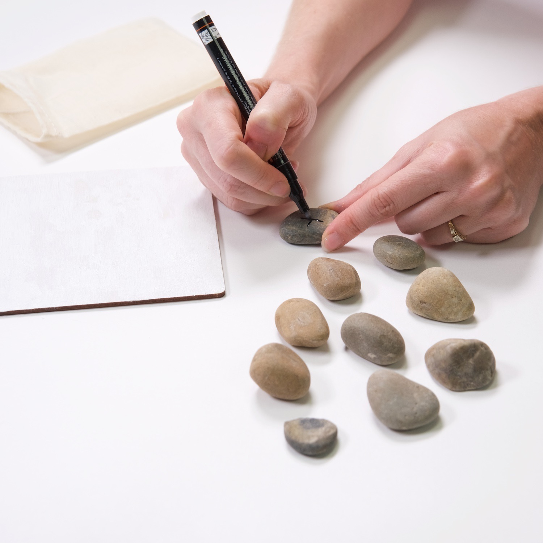 use a paint pen for x's and o's tic tac toe game diy