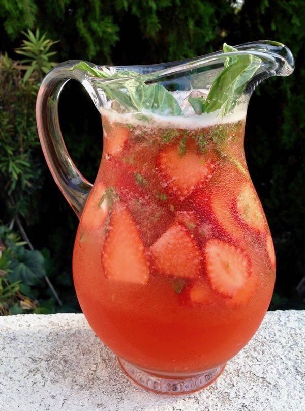 Easy-Strawberry-Basil-Lemonade
