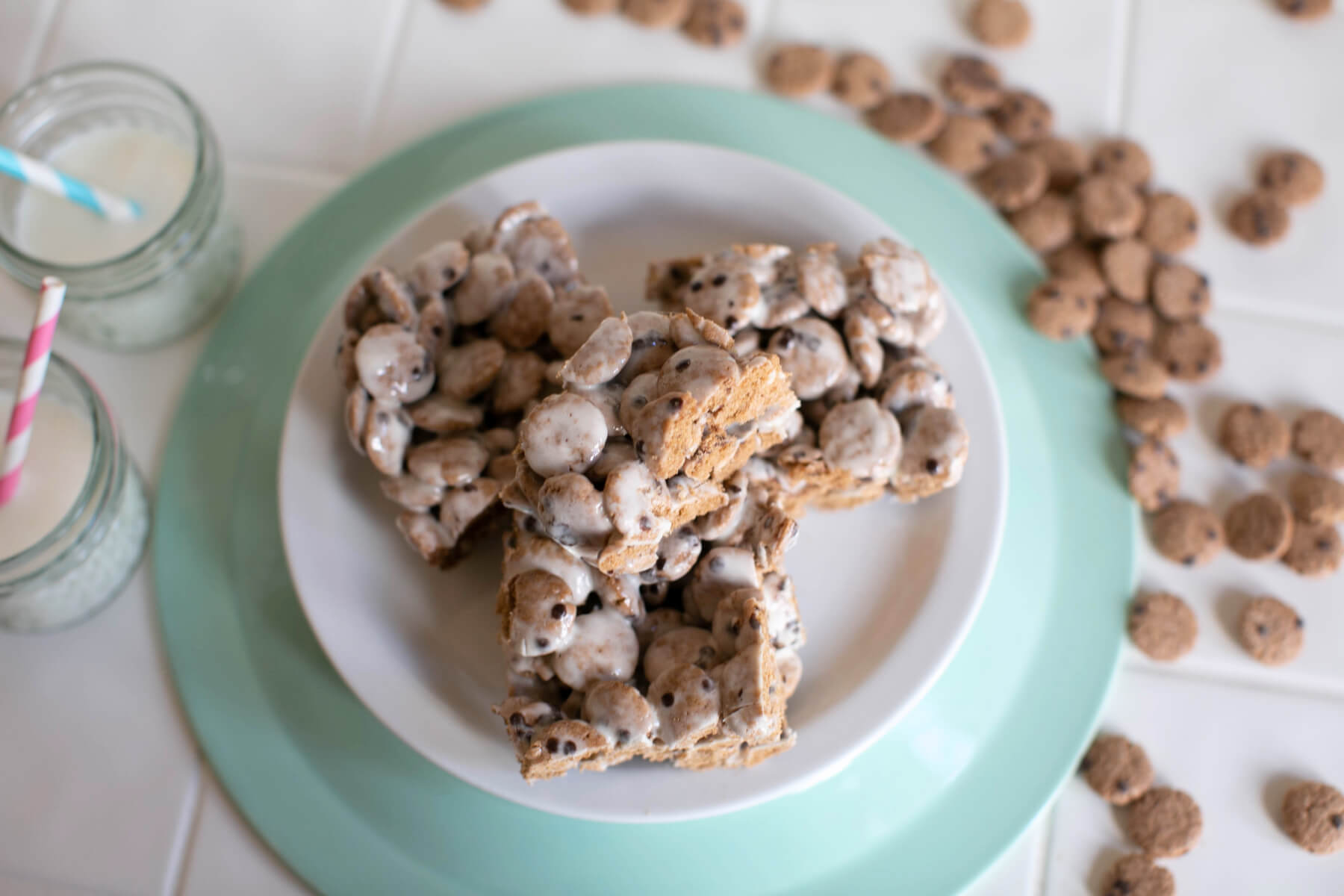 close up detail of cookie crisp marshmallow cereal bars