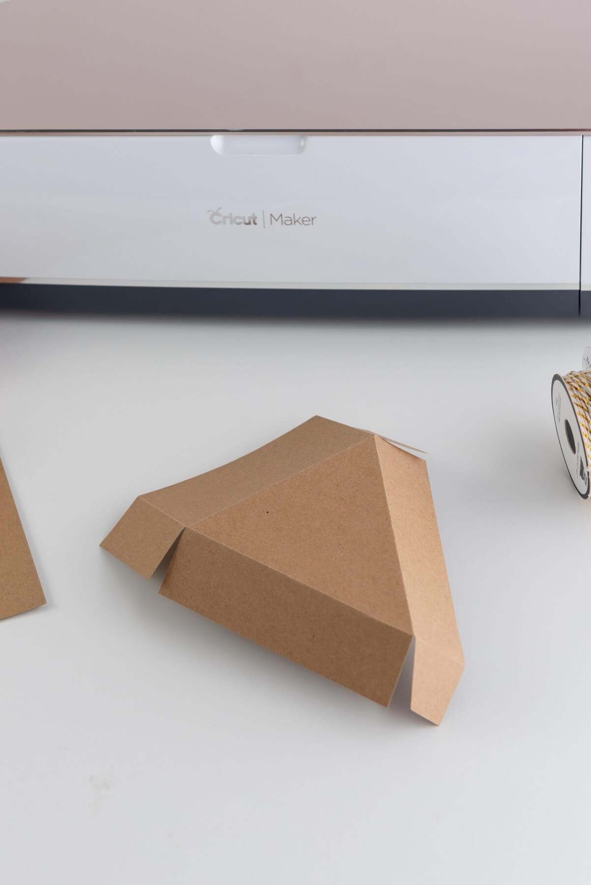 close up of foldable pie slice box