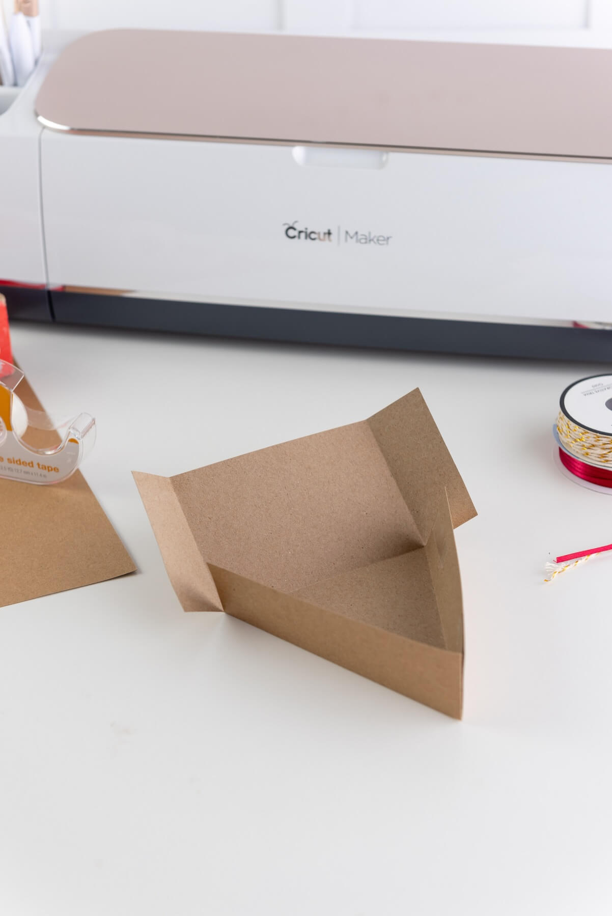 how to fold the bottom of the applie pie slice box