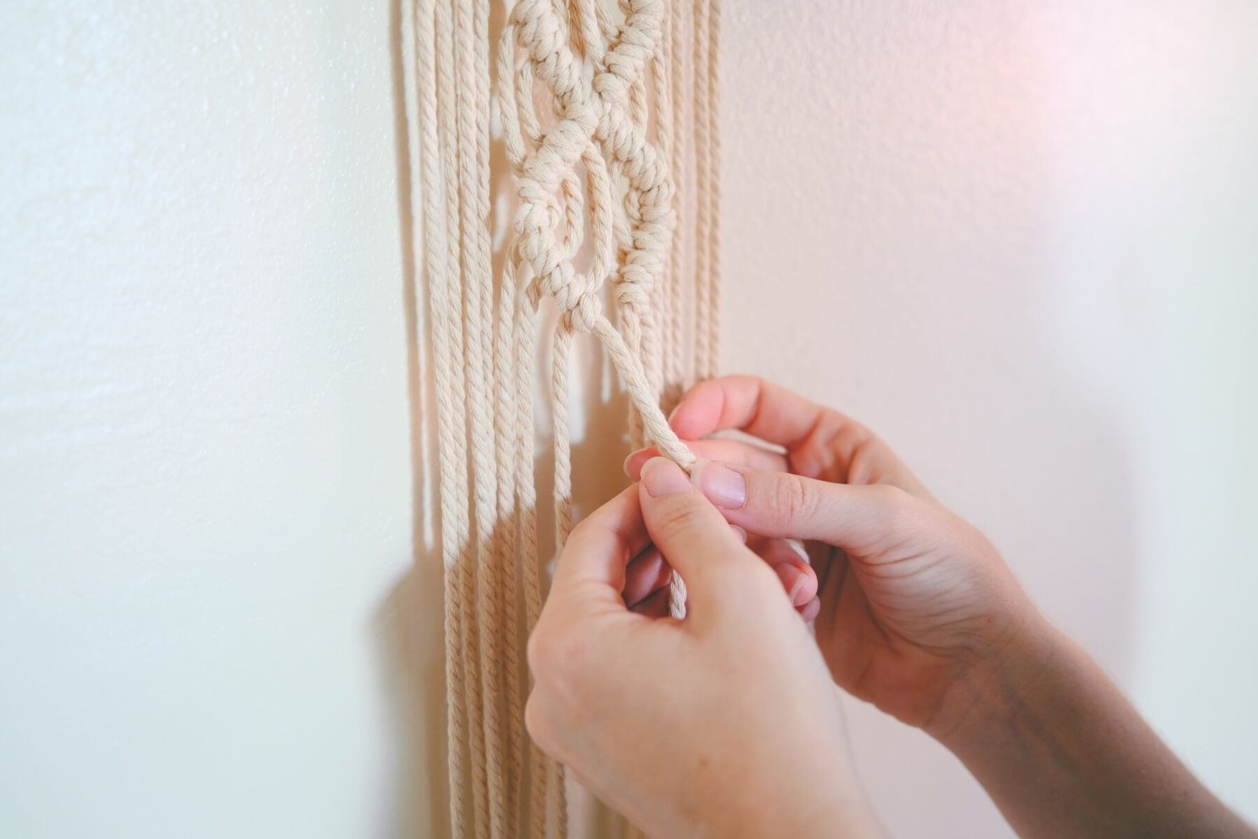 knot making tutorial double half hitch macrame wall hanging