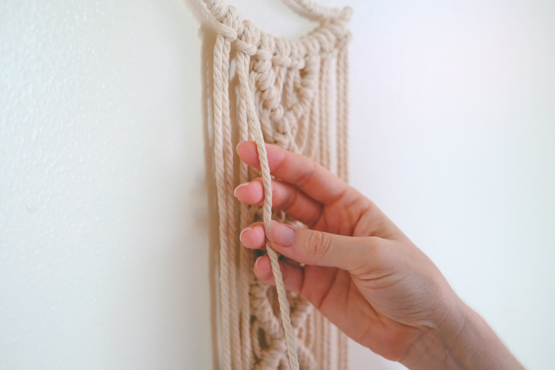 making simple knots along the sides
