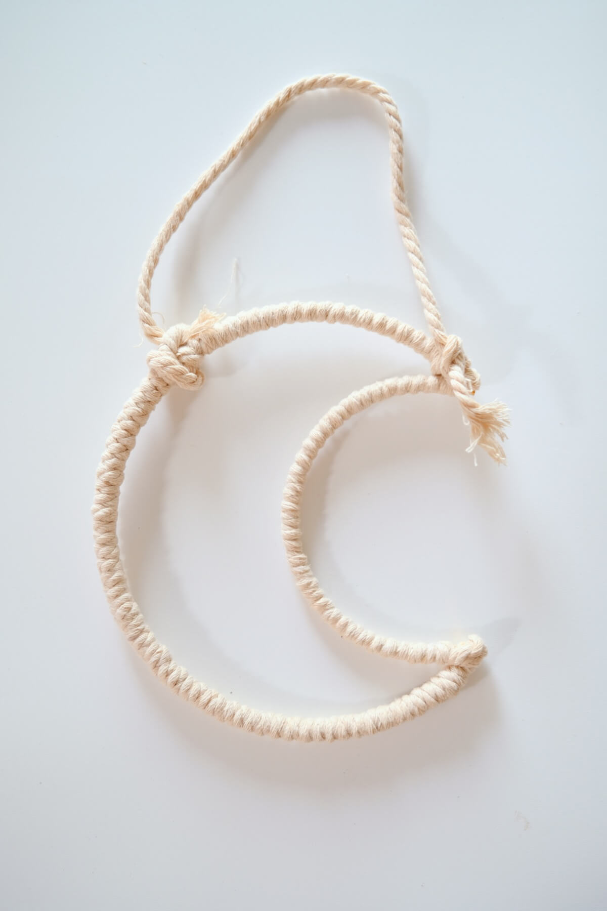 tie the cord on the moon macrame