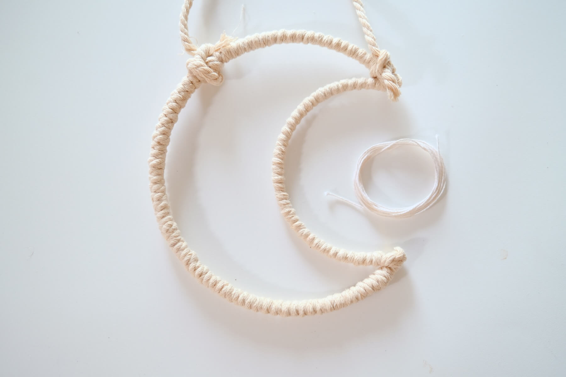 wrap the interior of the moon macrame